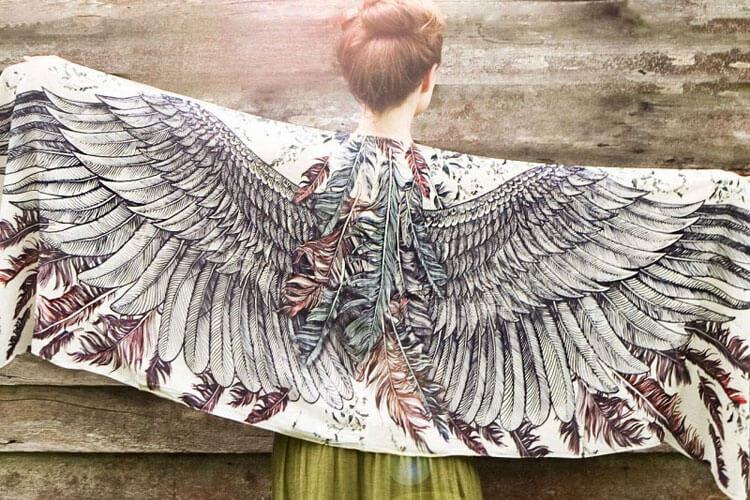 Платки с крыльями от Розы Хамитовой